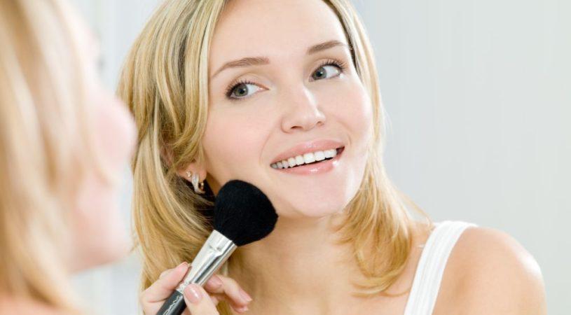 ukryj trądzik makijażem