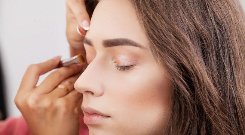 walka z trądzikiem za pomocą makijażu