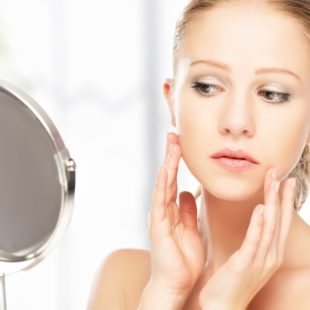 maskowanie trądziku makijażem