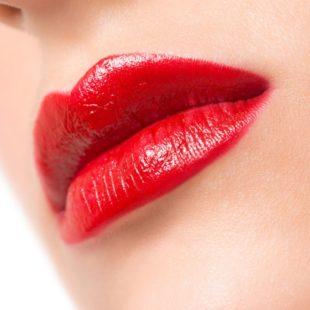 czerwone usta szminka